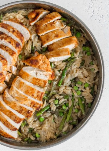 This One Pot Creamy Orzo, Chicken, Asparagus, and Peas makes for the perfect weeknight dinner. Cooked in one pan, the layer of flavours makes this dish plate-licking good!