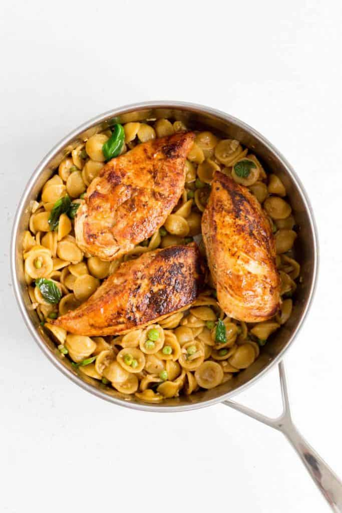 pan with pasta and chicken